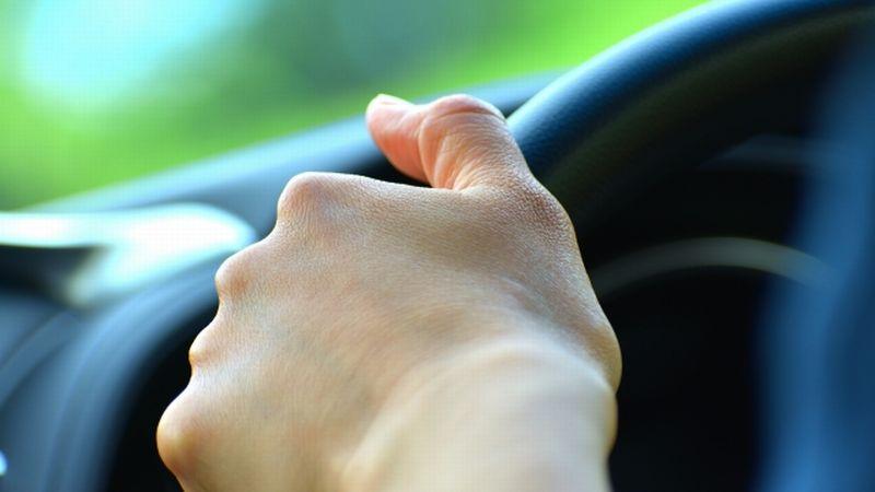 車の運転で安全確認を怠らず燃費も良くする方法
